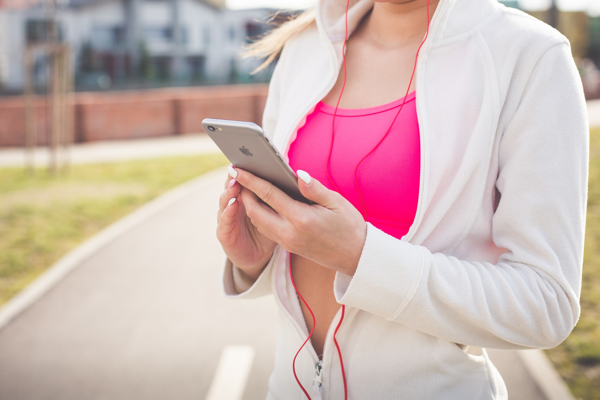 smartphone exercise - Best Workout Apps That Will Help You Stay Fit